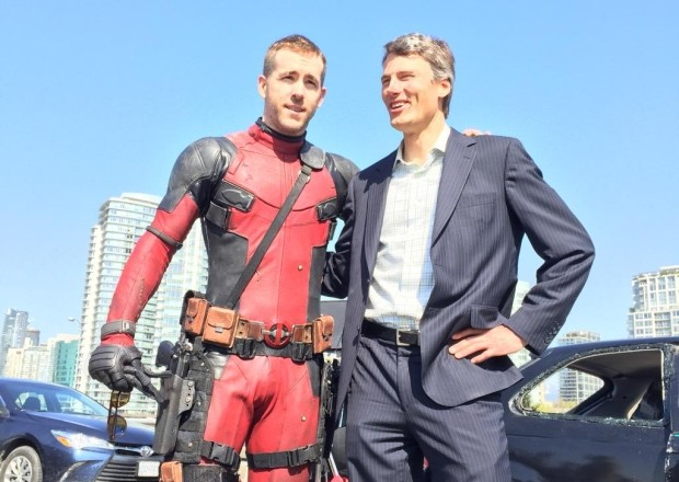 ryan-reynolds-gregor-robertson-deadpool